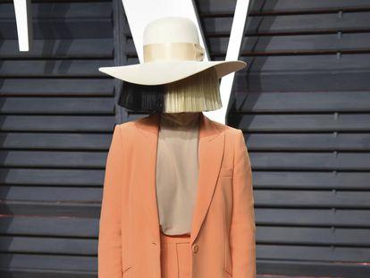 Sia en la fiesta de los Oscar organizada por Vanity Fair en febrero de 2017.