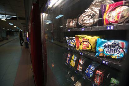 Una máquina expendedora, en la estación de Avenida de América de Madrid.