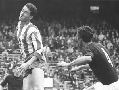 Pastor cabecea uno de sus dos goles al Torino.