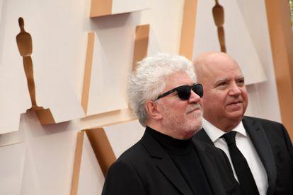 Pedro Almodóvar y su hermano Agustín, en los Oscar 2020 celebrados en Hollywood en febrero.