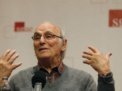 El cineasta Carlos Saura durante la presentación de 'Nuevas conversaciones de cine español'.