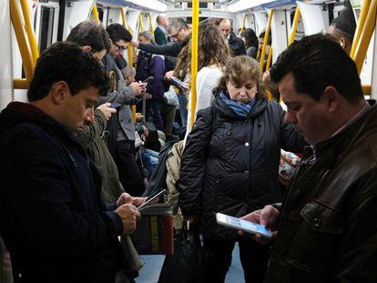 Usuarios del metro de Madrid el pasado miércoles.