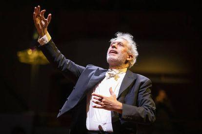 La dicha de hacer música: Marco Mencoboni dirige las 'Vísperas' de Diego Ortiz.