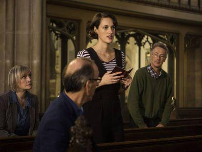 Phoebe Waller-Bridge (centro) en la segunda temporada de 'Fleabag'.
