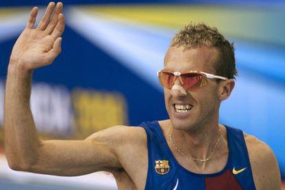 Sergio Sánchez saluda tras conseguir el récord europeo
