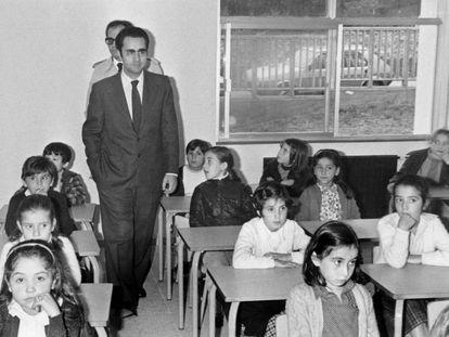 Juan Antonio Ortega Díaz-Ambrona inaugura un colegio en Santiago de Compostela en 1980.