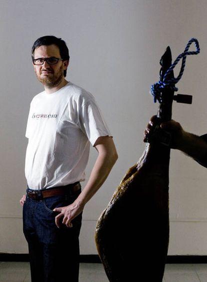 El ingeniero informático José María Sánchez de Ocaña ha fundado una tienda online de venta de jamones.