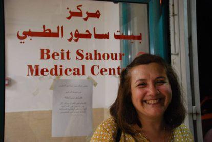 Juani Rishmani, coordinadora del Comité de Salud para las Mujeres en la gestión de 14 clínicas en Cisjordania, dos hospitales y diferentes unidades de salud móviles para atender a la población palestina.