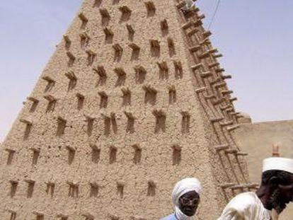 El minarete de una mezquita en Tumbuctú (Mali).