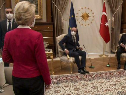 Ursula von der Leyen, Charles Michel y Recep Tayyib Erdogan, en la reunión mantenida el pasado 6 de abril en Ankara (Turquía).