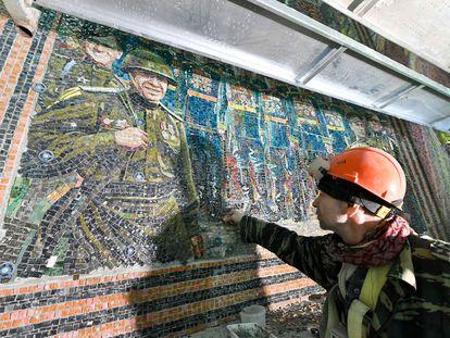 Uno de los mosaicos de temática militar en la nueva catedral ortodoxa dedicada a las Fuerza Armadas de Rusia, a las afueras de Moscú.