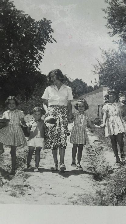 Laforet, con sus hijos en 1955