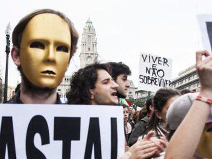 El movimiento Que le den a la troika se manifiesta en Oporto el pasado marzo.