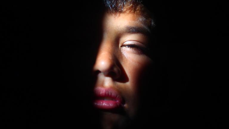 Fotograma de 'Lluvia de jaulas', del director César González.