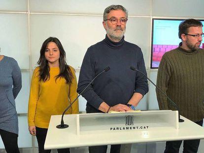 De izquierda derecha, los diputados de la CUP Natàlia Sánchez, Maria Sirvent, Carles Riera y Vidal Aragonés.