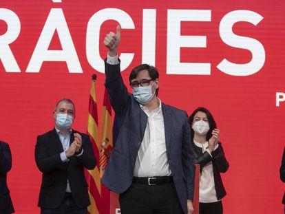 El candidato del PSC, Salvador Illa, celebra su victoria.