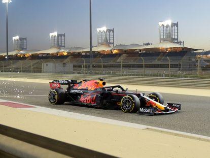 Max Verstappen, este domingo con su Red Bull en un entrenamiento en el Circuito Internacional de Bahréin.