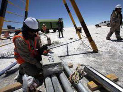 Como parte de la iniciativa, Bolivia ya tiene en funcionamiento una planta semiindustrial para producir cloruro de potasio y otra piloto para fabricar 40 toneladas mensuales de carbonato de litio. EFE/Archivo