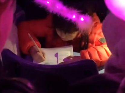 La pequeña taiwanesa prometió a sus padres terminar sus deberes si la dejaban ir con ellos al recital