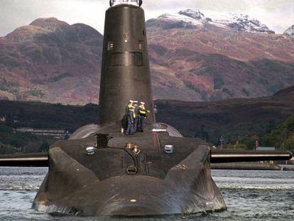 El submarino nuclear Vanguard de la Marina británica, en 2002