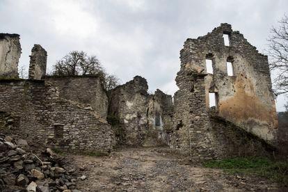 Viviendas en ruinas en Jánovas, el pasado marzo.