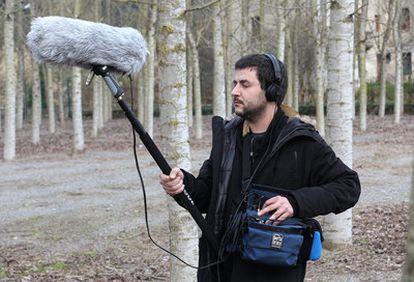 Xabier Erkizia realiza una grabación para el proyecto que promueve.