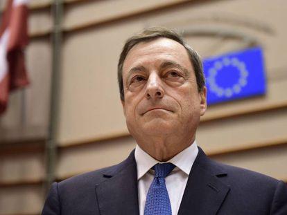 El presidente del Banco Central Europeo, Mario Draghi, antes de una reunión con el Comité de Economía en el Parlamento Europeo, el 23 de marzo de 2015.