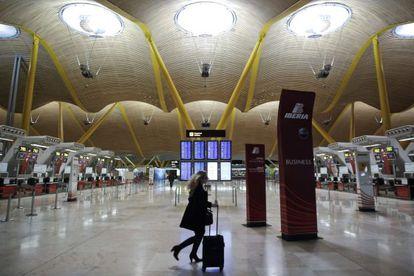 Vista del interior de la terminal T4 del aeropuerto de Barajas.