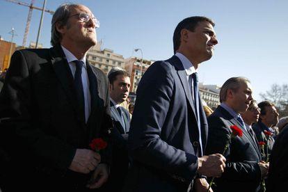 El líder socialista en la Asamblea de Madrid, Ángel Gabilondo, la izquierda, junto a Pedro Sánchez, en una imagen de 2019.
