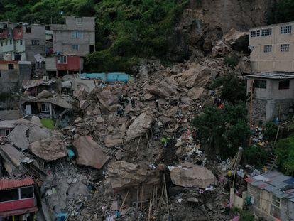 Trabajos de rescate en el barrio humilde de Tlalnepantla que sufrió el derrumbe del cerro del Chiquihuite, en agosto pasado.