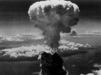 Explosión nuclear sobre Nagasaki.