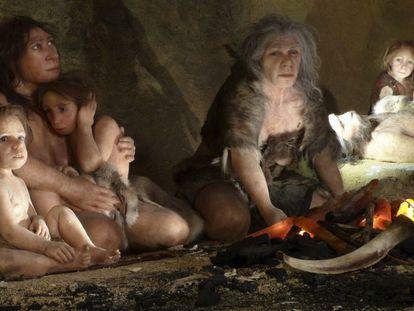 Una familia neandertal representada en el museo de Kaprina (Croacia).