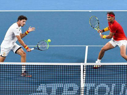 Carreño y Nadal, durante el dobles contra Bélgica en Sídney.