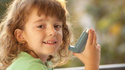 El 10% de los niños y adolescentes en edad escolar en España padece asma, según la Sociedad Española de Inmunología Clínica, Alergología y Asma Pediátrica (SEICAP).