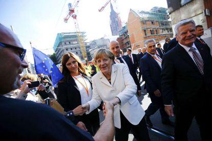 La canciller, Angela Merkel, y el presidente alemán, Joachim Gauck, durante la celebración en Fráncfort del 25 aniversario de la reunificación alemana.