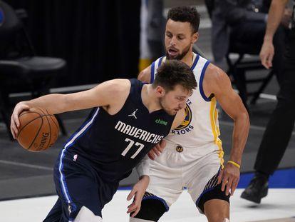 Luka Doncic y Stephen Curry en el Dallas-Golden State.