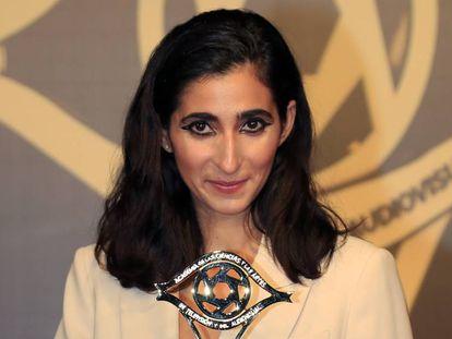 Alba Flores tras recobor el Premio a la Mejor Actriz, por su papel en la 'Casa de Papel', en la gala de entrega de los XXI Premios Iris de la Academia de Televisión. En vídeo, tráiler de la tercera temporada.