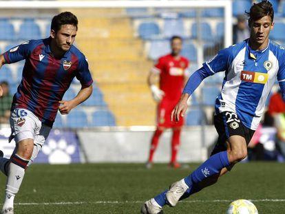 Una acción en el partido de Segunda Divisón B ente el Hércules y el Levante B el pasado enero.