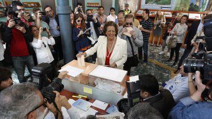 Rita Barberá, votando en su colegio electoral.