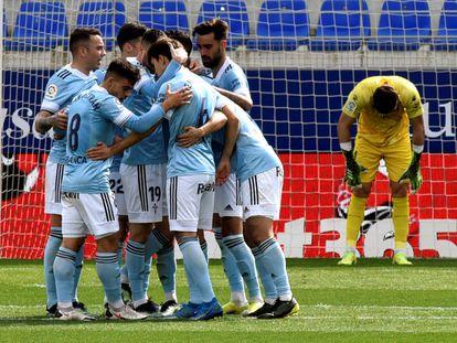 Los jugadores del Celta celebran uno de sus goles este domingo ante el Huesca en El Alcoraz.