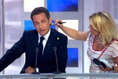 Sarkozy, mientras le maquillan en el vídeo de la polémica.