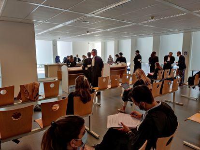 Sala del Tribunal de Bruselas en la que se ha celebrado la primera vista del juicio sobre el fondo del caso de AstraZeneca.