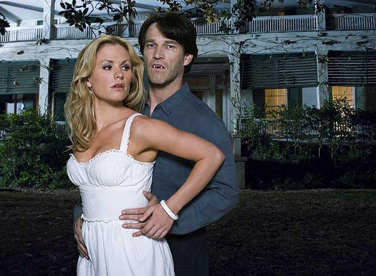 Una imagen de Sookie y el vampiro Bill, los protagonistas de <i>True blood. </i>