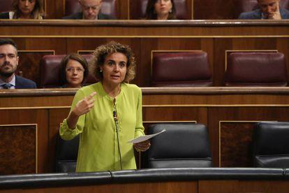 La ministra de Sanidad, Servicios Sociales e Igualdad, Dolors Montserrat, el miércoles en el Congreso.