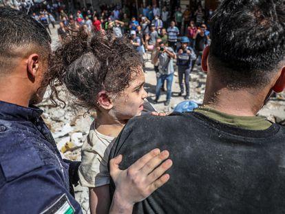 Víctimas de los bombardeos israelíes sobre Gaza, este domingo.