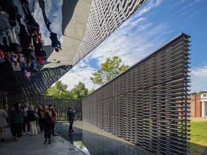Pabellón de la Serpentine de Londres de la arquitecta mexicana Frida Escobedo.