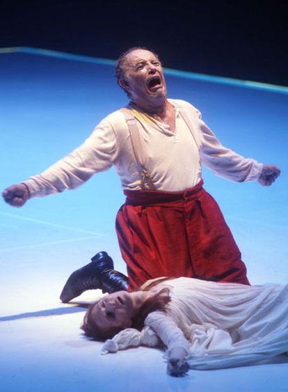 El barítono Leo Nucci durante su actuación en <i>Rigoletto</i> el lunes en el Teatro Real.