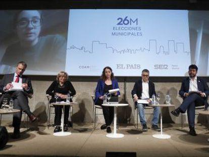 La alcaldesa defiende su gestión ante los ataques de las derechas en el debate organizado por EL PAÍS y Cadena SER