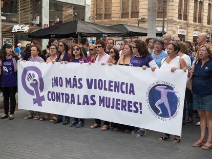 Manifestación contra la violencia de género por la calles de Santa Cruz de Tenerife el pasado julio.