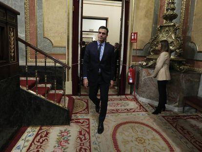 Pedro Sánchez, en la última sesión constitutiva del Congreso. En vídeo, Isabel Celáa anuncia que el Gobierno subirá un 0,9% las pensiones tras la investidura.